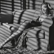 Das US-amerikanische Model Gigi Hadid posiert für den neuen Pirelli-Kalender.